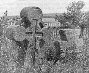 Древние кресты на погосте Ильинской церкви