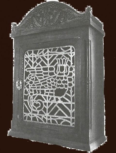 Настенный шкаф. 1910-е годы