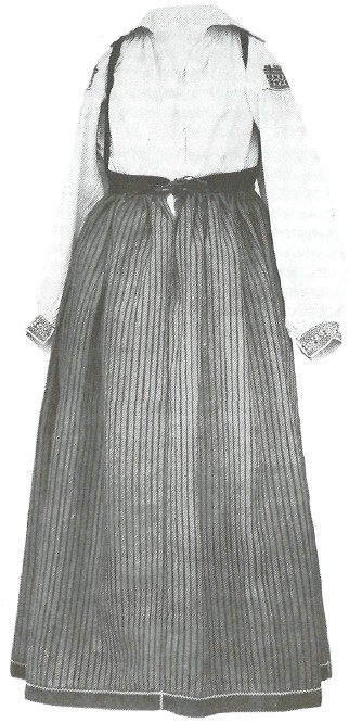 Женский праздничный костюм. Начало XX в.